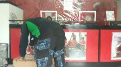 Person,Clothing,Apparel,Pants,Shop,Shorts,Window Display,delivery box,plastic wrap anti covid-19,establishment